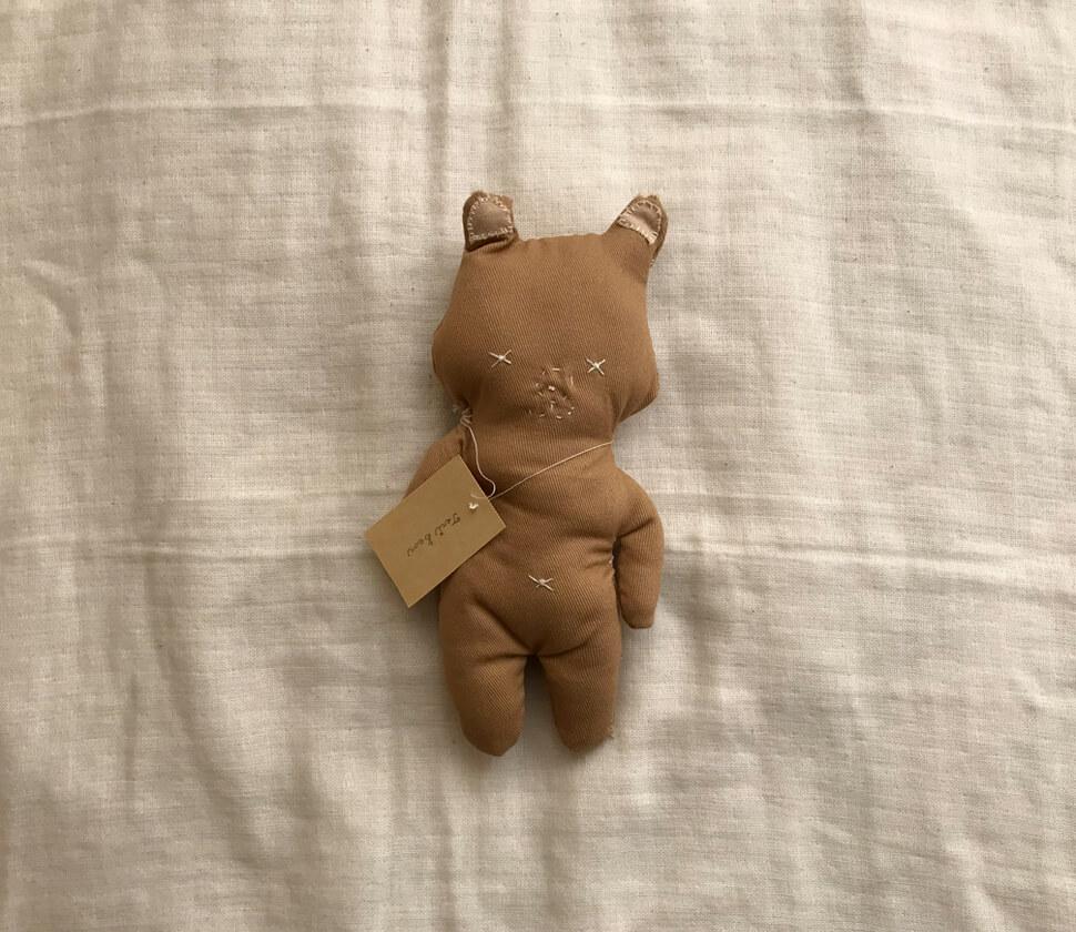 チノ素材の手作りのクマ