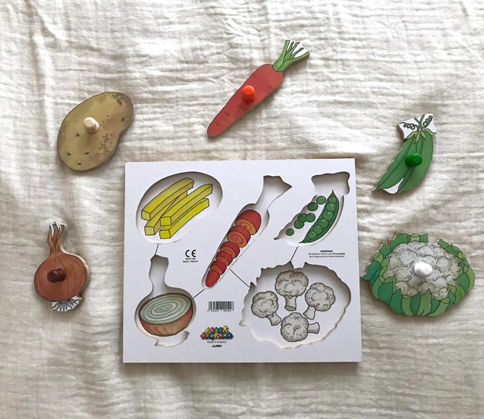 可愛らしい!野菜のノブ付き型はめパズル