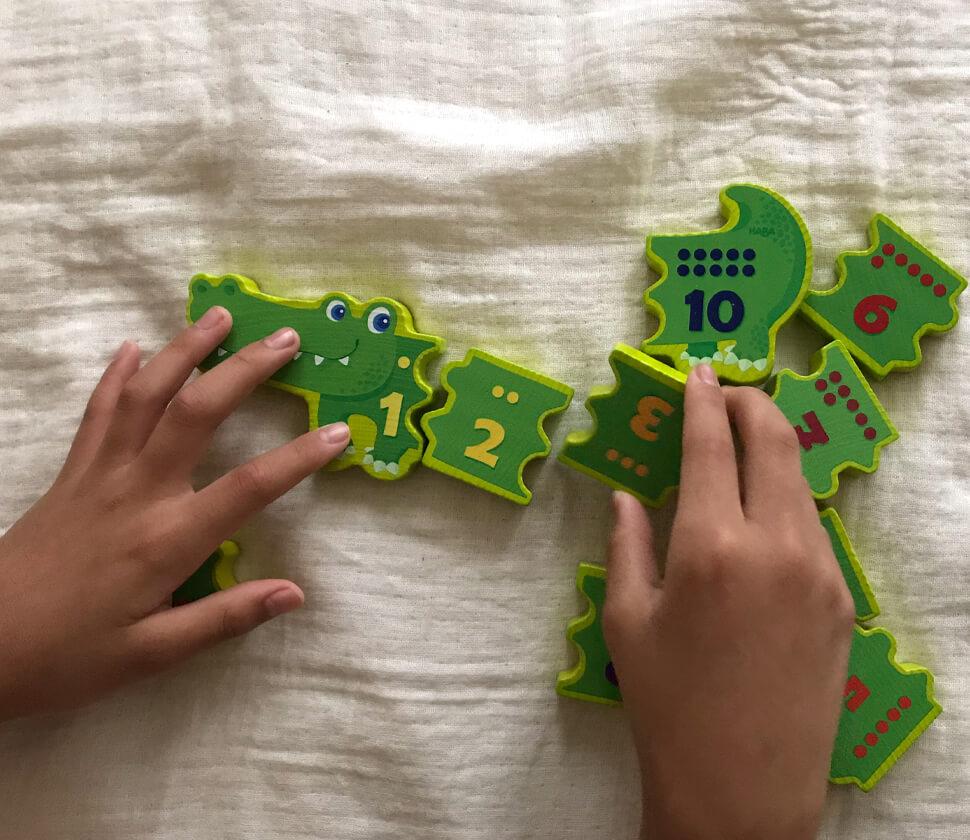 数を学ぶ教材としても活躍する木のおもちゃ