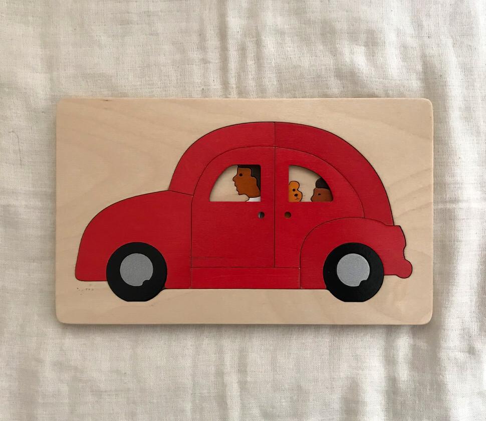 真っ赤で可愛い自動車のパズル